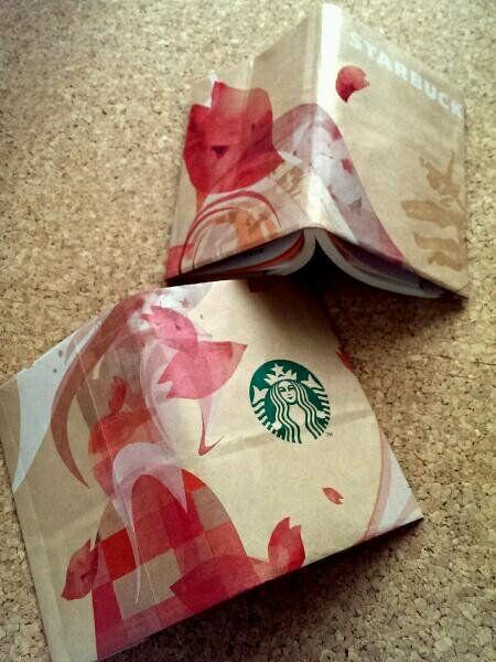家に眠っているかわいい紙袋を再利用するアイデア♬手作りのブックカバーで楽しい読書の時間❤︎