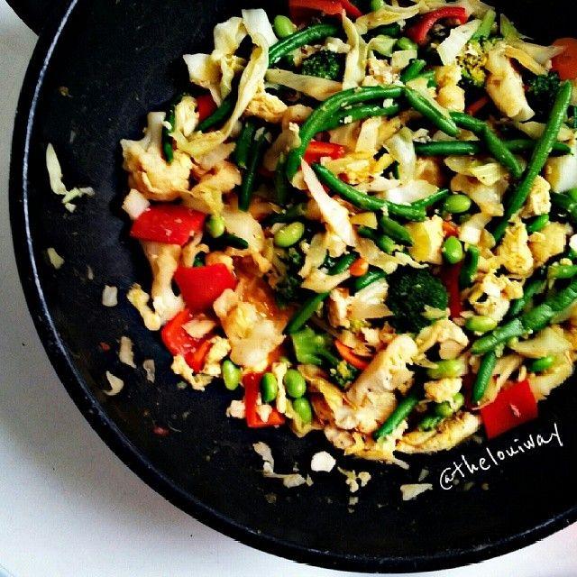 """@thelouiway's photo: """"Wok med en MASSE grøntsager, æg og lidt rester fra suppen i går. De store stykker æg og edamemebønnerne gjorde det især virkelig lækkert! :) #sundaftensmad #healthydinner #postworkout #grøntsager #grønmad #fitfamdk #fitbd #muskelmad #superfood #fitspo"""""""