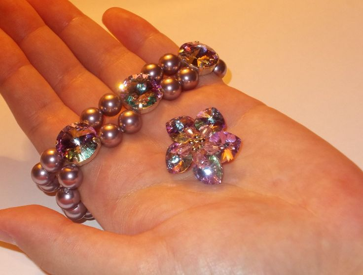 Bracelet and brooch made of crystals and pearls produced by Swarovski