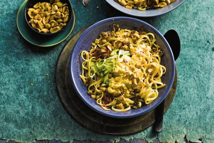 22 september - Mienestjes + soja woksaus in de bonus bij Albert Heijn - Eén van de bekendste gerechten van Thailand, vandaag met tofu en ei - Recept - Allerhande