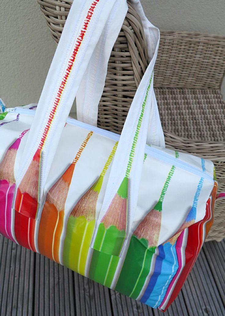 ElGrande, bei dieser Tasche ist der Name Programm. Sie fasst viel und eignet sich wunderbar für den Wochenendausflug, Schwimmbadtag oder Saunabesuch. Sie hat die optimale Größe für das Handgepäck im Flieger und bereitet schon beim Nähen...
