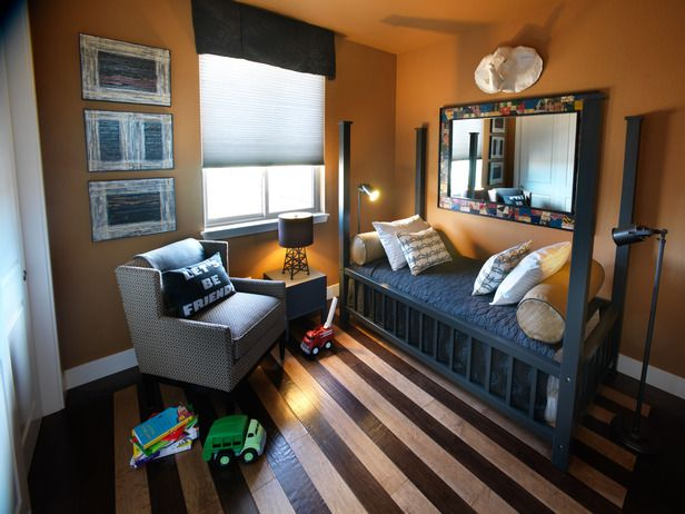 Love the way the designer used dark and light shades of Shaw Epic hard wood planks to create a stripe effect...HGTV Green Home 2011
