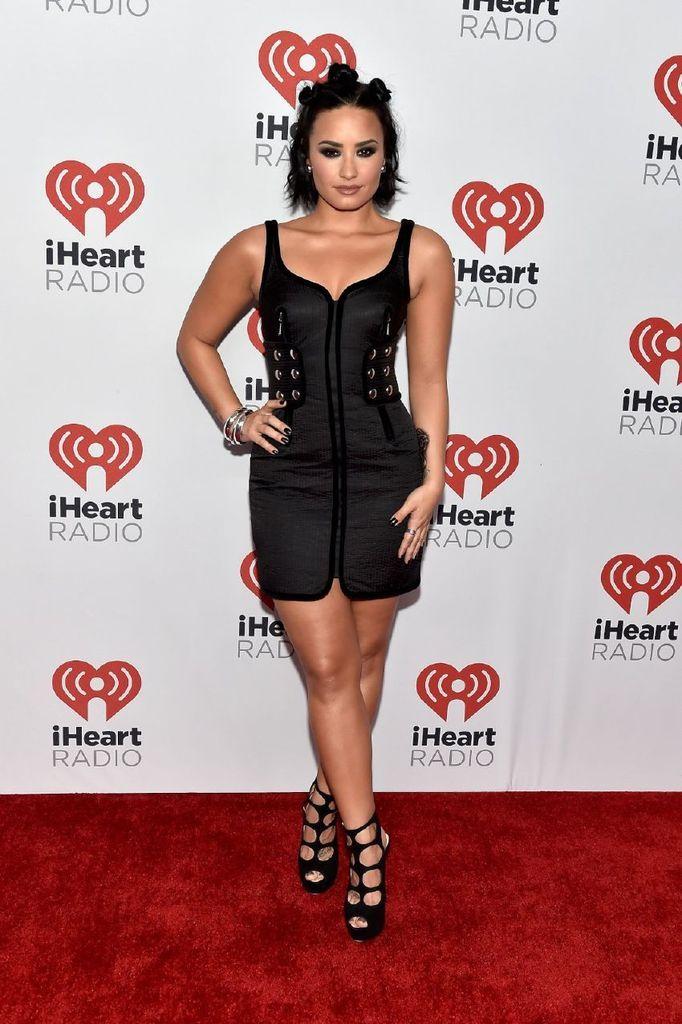 Demi Lovato – 2015 Iheartradio Music Festival In Las Vegas : Global Celebrtities (F) FunFunky.com