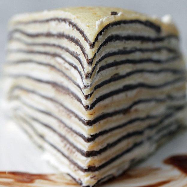 Deze pannenkoekentaart ziet er misschien ingewikkeld uit, maar is eigenlijk poepsimpelén overheerlijk! Dit heb je nodig: alle ingrediënten om pannenkoeken te maken. Het recept van Jeroen Meus is de perfecte basis. Hoe meer pannenkoeken je maakt, hoe hoger je taart wordt! cacaopoeder slagroom poedersuiker Aan de slag Meng het beslag voor de pannenkoeken Zorg ervoor … Continued