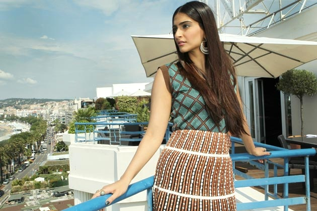 Sonam Kapoor in Marni and Suhani Pittie earrings at L'Oreal Paris photo call at Cannes Film Festival. We love this look! We want this dress!!! #cannes2012