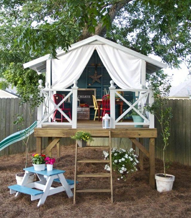 Rutsche Kinder Lounge Möbel weiß Holz Terrasse Blumentöpfe