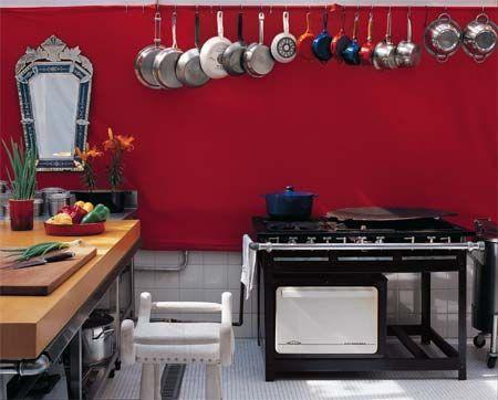 As cozinhas industriais são projetadas para restaurantes e bares, e seguem alguns padrões e normas. Como estou trabalhando em um Café, e passo o dia neste tipo de cozinha, comecei a ver grandes van...
