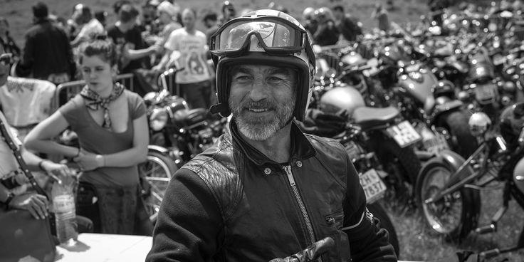Pour sa troisième édition, le Wheels & Waves 2014 retrouvait à nouveau Biarritz pour célébrer l'univers de la moto custom. Au menu, 2 000 motos et 5 000 participants présents pendant quatre jours pour du surf, une expédition en Espagne, une course de côte à Jaizkibel et des concerts ! GQ pris le guidon pour vous faire découvrir les coulisses de l'événement.