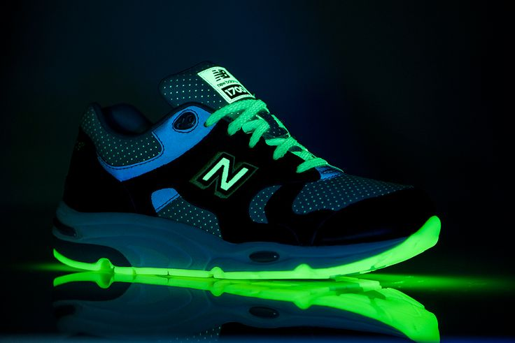 New Balance has updated the ever-popular retro throwback-styled CM1700 silhouette yet again, this ti...