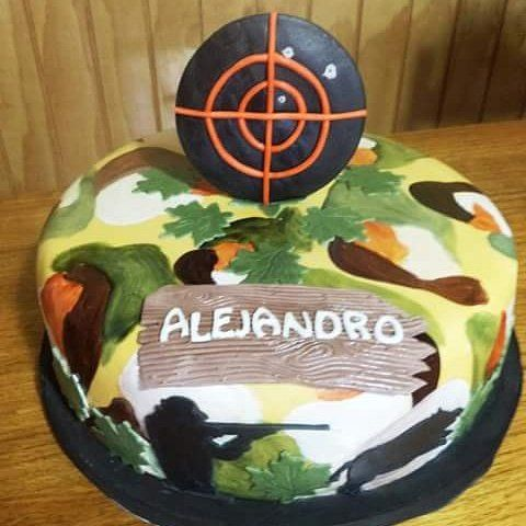#Hunting_Season  #fondant #cake by Volován Productos  #instacake #puq #Chile #VolovanProductos #Cakes #Cakestagram #SweetCake