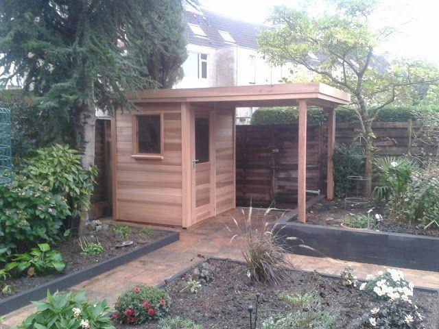 Klein tuinhuisje met luifel