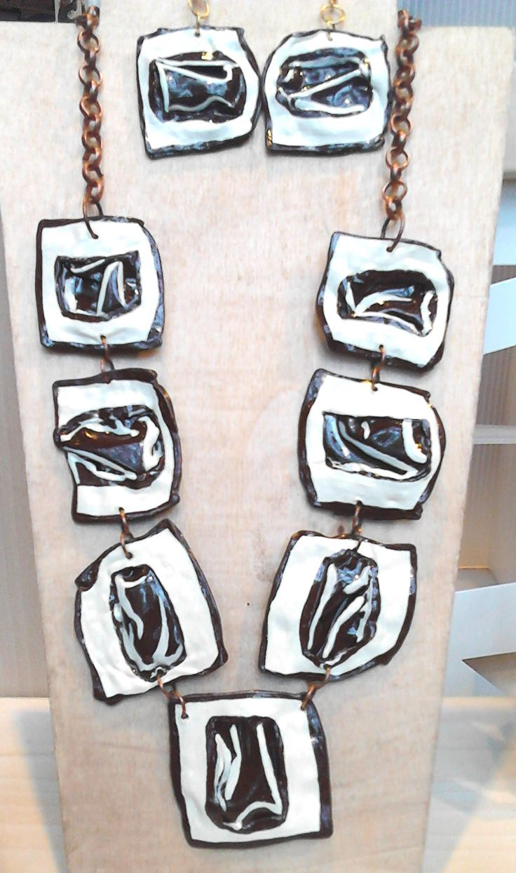 Necklace and earrings made with recycled slides hand paint collana ed orecchini realizzati con diapositive dipinte a mano   con acrilici #fashion #style #recycled #riciclo #diapositive #creative #photo #green #recycling #ecologic #hand #made #handmade #slides #necklace #earrings