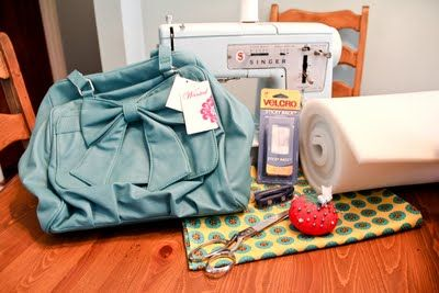 Camera Bag Tutorial - http://bluelacehouse.blogspot.com/2011/05/make-your-own-camera-bag.html
