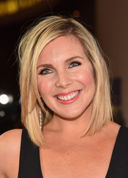 Brianna in Grace and Frankie played by June Diane Raphael. I really like her character.