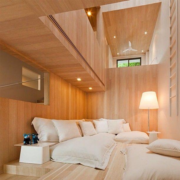 #интерьер #стиль #дерево #дизайн #декор #светильник #диван #подушки #атриум #окно #экодом #дом #эко #свет #белый #цвет #interior #style #decor #design #pillow #light #eco #wood
