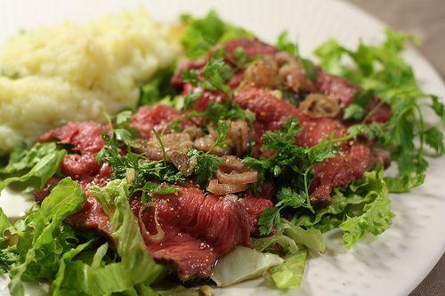 Le rôti de bœuf, c'est un peu le plat du dimanche qui plait à tout le monde (sauf à moi). J'y peux rien, la viande «nature» c'est pas mon truc, et puis j'en ai t…