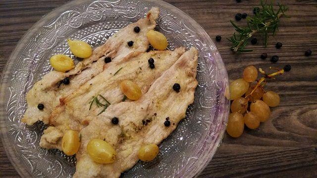 Le scaloppine di vitello al succo d'uva sono un piatto velocissimo da preparare, bastadavvero poco e la cena è servita!...