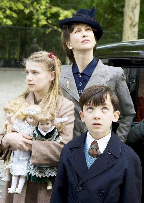 Photo of Amber Beattie, Vera Farmiga and Asa Butterfield in Miramax Films The Boy in the Striped Pajamas (2008) - AceShowbiz