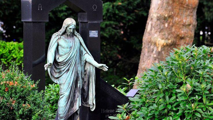 Auf dem Blumenfriedhof in Bochum wurde die Frau vergewaltigt.
