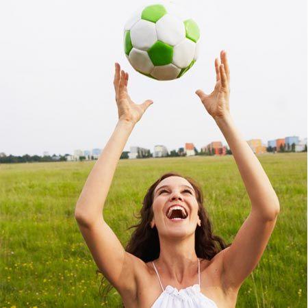 Fußball-EM 2012 - am 8. Juni rollt der Ball endlich wieder. Während sich die Männer schon mit Bierkisten ausrüsten und die Tage bis zum