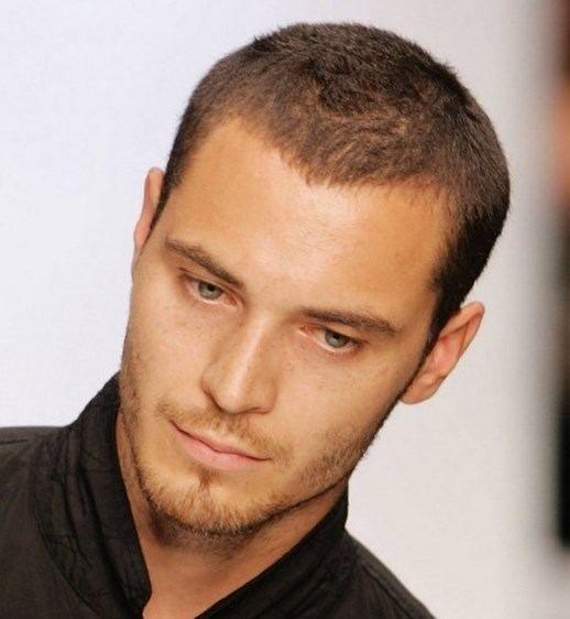 Coiffure homme cheveux courts - http://lookvisage.ru/coiffure-homme-cheveux-courts/ #Cheveux #Beauté #tendances #conseils