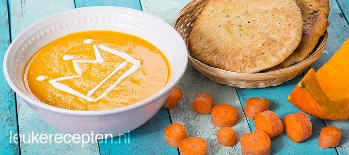 Gezonde soep van pompoen, wortel en linzen met een Indiaas tintje. Ook leuk voor Koninginnedag!