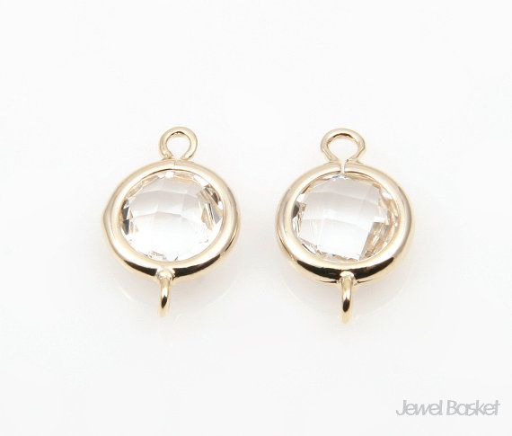 These charming Clear color glass and gold frame connectors will be perfect for hand making jeweleries. This listing is for 2 pieces of mint connector beads. The shape is round and they have 2 nice sized holes for your own designs. They are made of brass, Clear color glass and are plated shiny gold.  - Highly Polished Gold Frame (Tarnish Resistant) - Clear Color Glass - Brass and Glass / 9mm x 14mm - 2pcs / 1pack