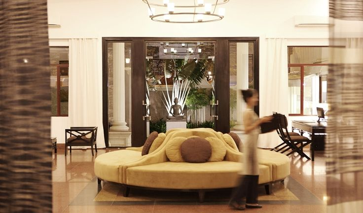 High ceiling hotel lobby google search hotel lobby for Boutique hotel finder