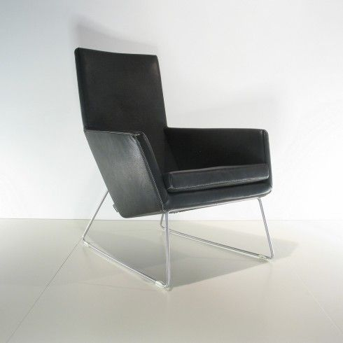 In de opruiming fauteuil Don in leer Bruut zwart van @Label