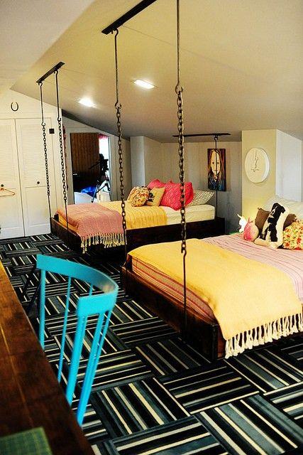 Hangbed: Geen hangmat, maar een hangbed. Moet meteen denken aan een boomhut..