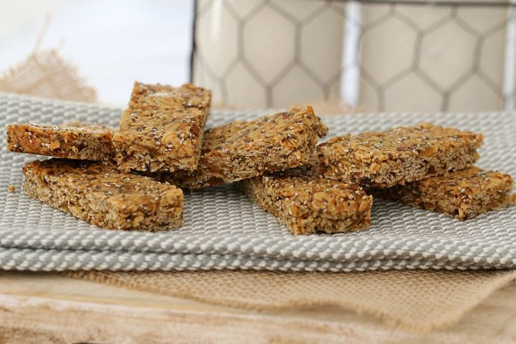 Delicious and healthy Thermomix muesli bars that make a great lunchbox treat... or the perfect partner to your afternoon cuppa!