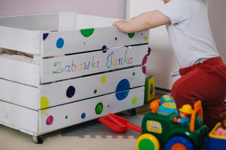 https://flic.kr/p/V57k3k | Baby boy's personalized toy box_2 | Get more free photos on freestocks.org