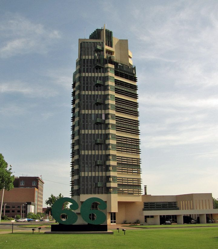 Frank lloyd wright designed high rise apartments in for Frank lloyd wright bartlesville