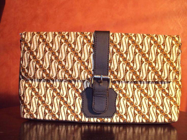 Clutch Batik Print motif parang  http://2.bp.blogspot.com/-WXdbLG7a9ec/VFsffxg0xwI/AAAAAAAAAFs/5Vjtnj-9_bo/s1600/Clutch%2BBatik%2BParang.jpg