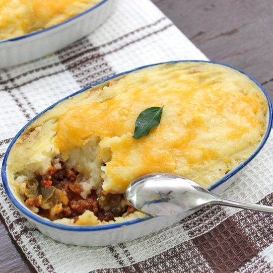Easy Cottage Pie - Mashed potatoes are dreamy on it's own, having another layer of goodness under that bring it up to another level.