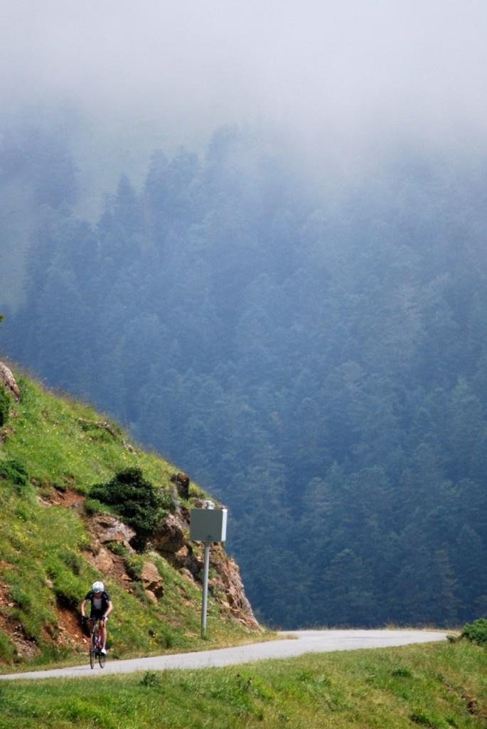 Climbing the Port de Balès, Bike Tour in the Pyrenees