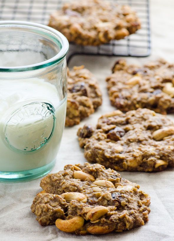Vegan Sugar Free Trail Mix Oatmeal Cookies - healthy oatmeal cookies with oats, flaxseed, bananas, coconut oil and dried fruit. | ifoodreal.com