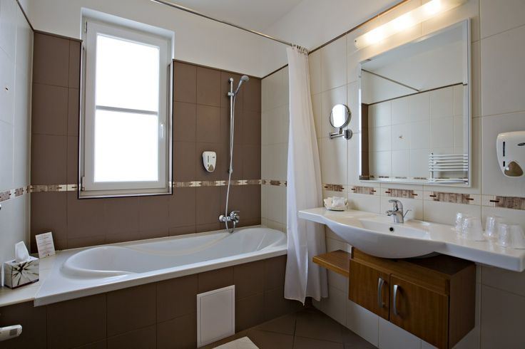 bathroom @Hotel_Lajta_Park Adress: 9200 Mosonmagyaróvár Vízpart utca 6 www.hotellajtapark.hu info@hotellajtapark.hu