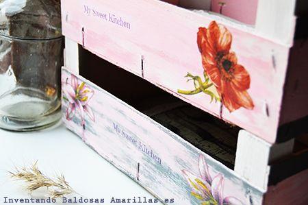 http://www.inventandobaldosasamarillas.es/2014/09/decorar-cajas-de-frutas.html  Para los amantes del #DIY, Karanné te deja un #Tutorial de lo más para #decorar tus #cajasdefruta.
