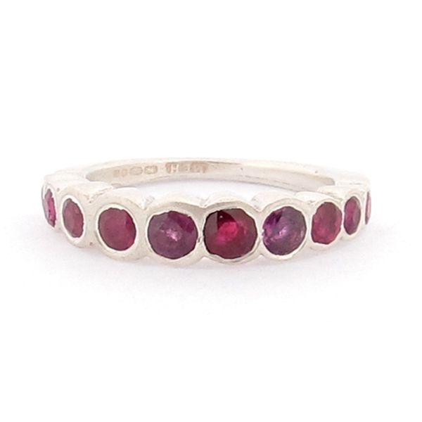 #Ruby #Ring by Mabel Hasell http://www.fldesignerguides.co.uk/engagement-ring-designer/mabelhasell