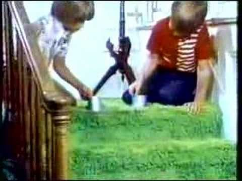 CLASSIC TV COMMERCIAL - 1970s - SLINKY #12 Just bought my daughter one and thought of this commercial!  :D