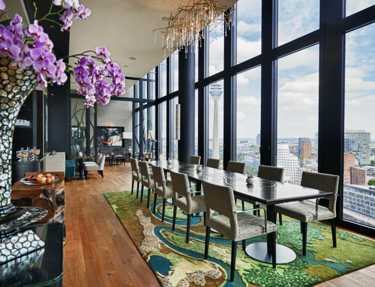 Find luxurious design on the 18th floor at #Regency Club. Enjoy the breathtaking view of the #skyline of #Dusseldorf. #hyattdusseldorf #hyattdüsseldorf