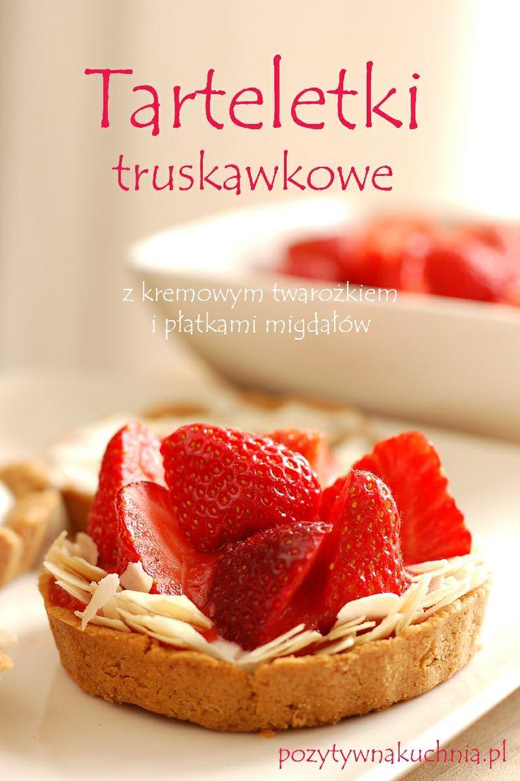 Tarteletki truskawkowo-migdałowe - #przepis na tartaletki z truskawkami i migdałami  http://pozytywnakuchnia.pl/tarteletki-z-truskawkami/  #kuchnia #truskawki