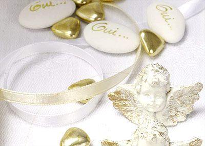 Petits coeurs chocolat doré - Dites-le avec des cœurs... Remercier vos invités avec de délicieux dragées en forme de petits cœurs argentés ou dorés aux multiples reflets ! http://www.mariage.fr/dragees-petits-coeurs-chocolat-argent-ou-dore-500g.html