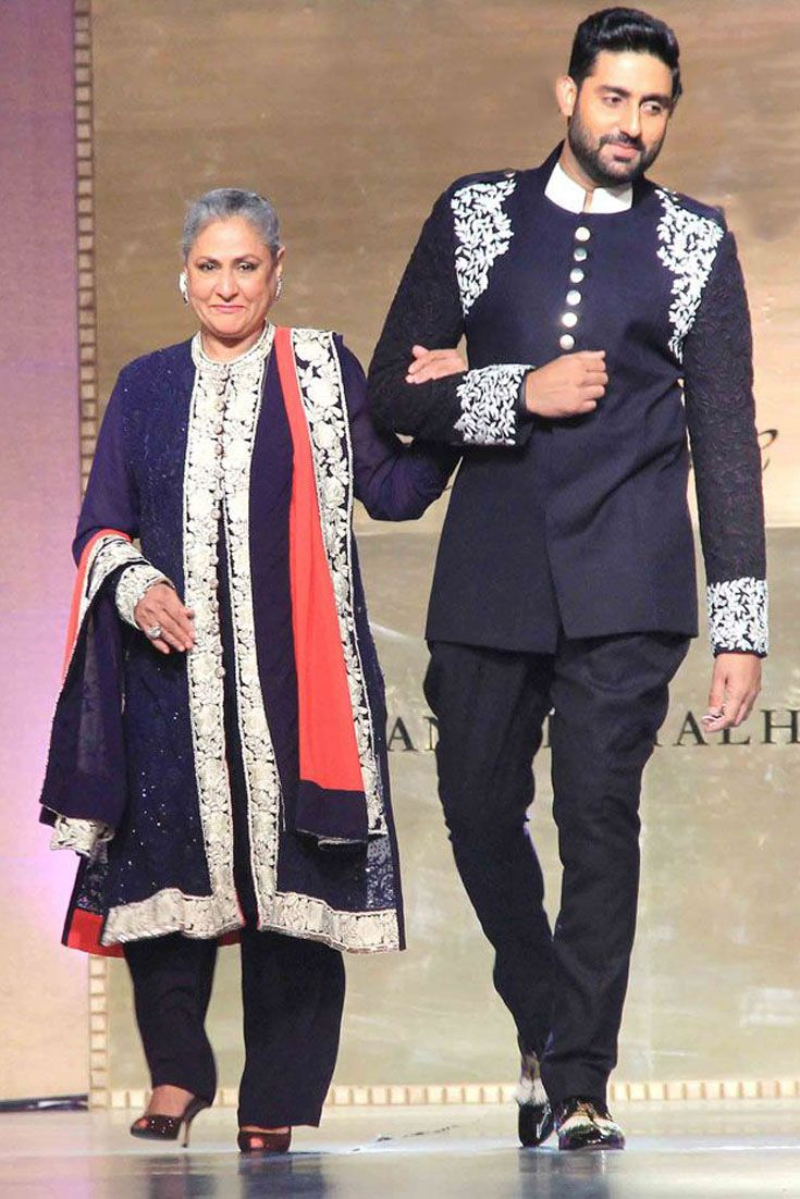 Actress #JayaBachchan looks graceful as always while she walked the ramp with son #abhishekbachchan in a #salwarsuit