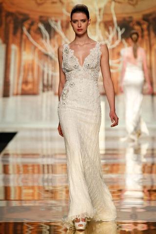 muchsima sensualidad en la nueva coleccin de vestidos para novias de yolancris que present en