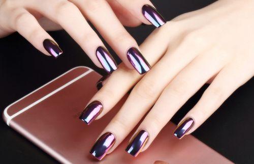 Iridescent metallic nails