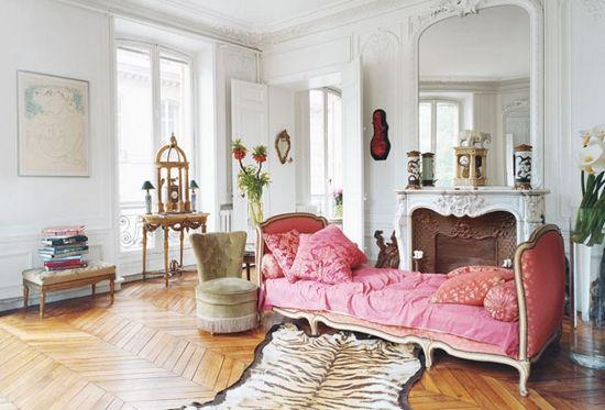 elegant eclecticism #elegant #eclectic #sofa #pink