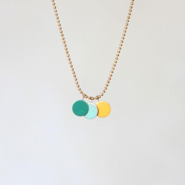 Collar tres círculos esmalte verde-azul-amarillo de Latonta y Larubia por DaWanda.com