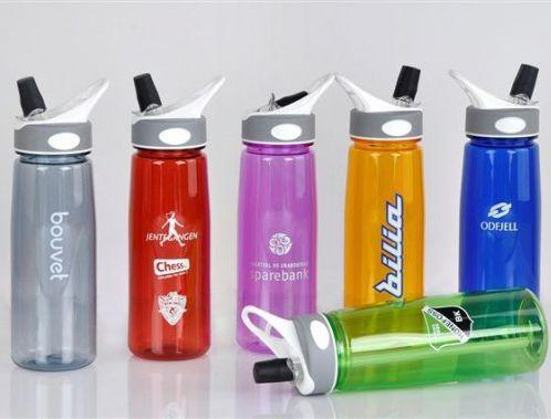 http://www.ecpromotion.com/drikkeflaske Drikkeflaske 2162, Sportsflaske, Drikkeflasker - ECpromotion.com Drikkeflaske 2162 : 100% BPA fri Tritan plast. 7 standard farger tilgjengelig.